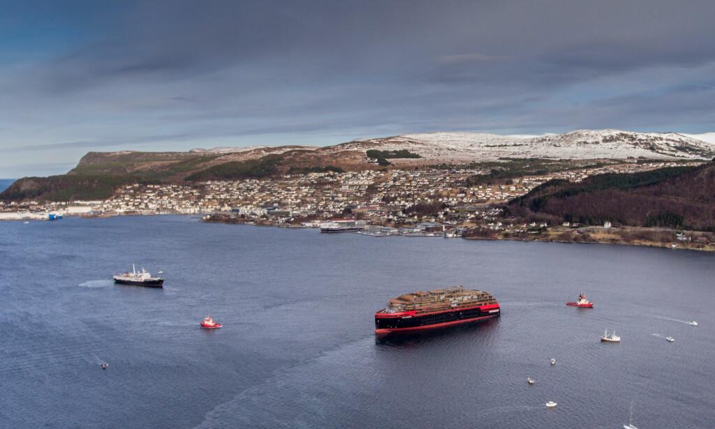 FORSINKET LEVERING: Opp mot 3000 passasjerer får reisen sin med MS Roald Amundsen avlyst, skriver Avisa Nordland. Foto: Oclin/Hurtigruten / NTB scanpix