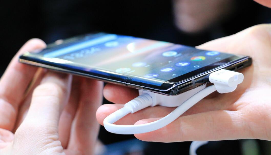 <strong>SETT DET FØR:</strong> Nei, dette er ikke en Samsung-mobil, men nye Nokia 8 Sirocco. Foto: Ole Petter Baugerød Stokke