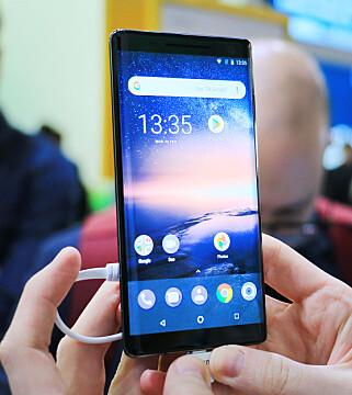 5,5 TOMMER: Skjermstørrelsen har økt 0,2 tommer fra Nokia 8 til Nokia 8 Sirocco. Foto: Ole Petter Baugerød Stokke