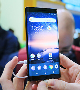 <strong>5,5 TOMMER:</strong> Skjermstørrelsen har økt 0,2 tommer fra Nokia 8 til Nokia 8 Sirocco. Foto: Ole Petter Baugerød Stokke
