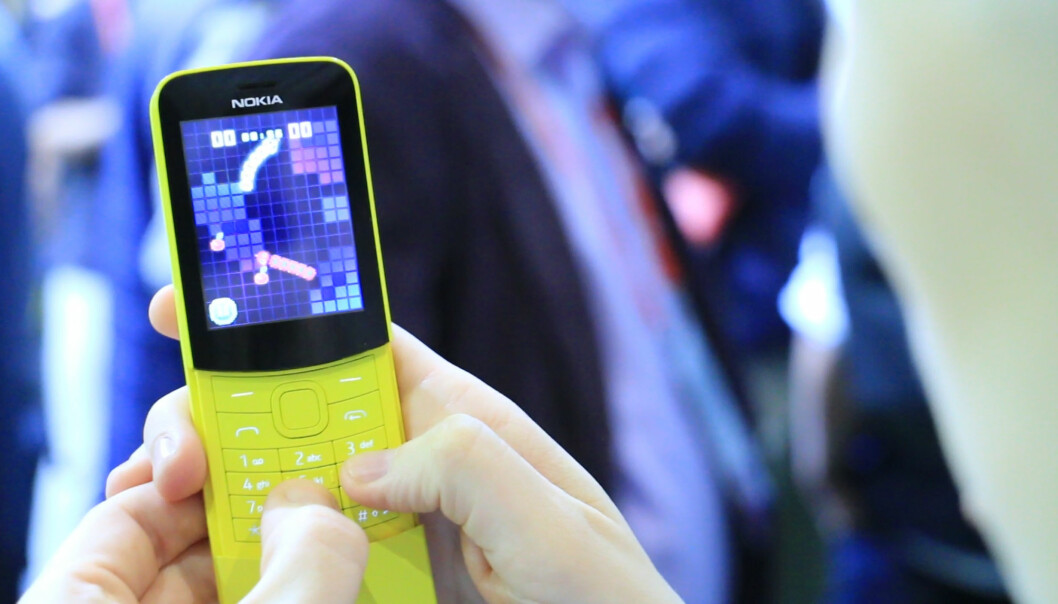 <strong>RETROMOBIL:</strong> Nokias banantelefon er tilbake, nå også i gult. Og ja, den har snake. Foto: Ole Petter Baugerød Stokke