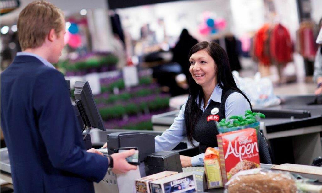 image: Rema 1000 taper kunder, Coop satster på lavprissegmentet