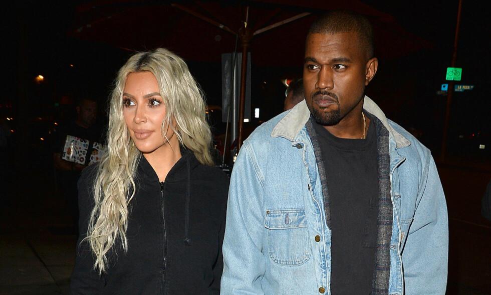 <p>TREBARNSFORELDRE: Ekteparet Kim Kardashian (37) og Kanye West (40) ble nylig foreldre til dattera Chicago. Nå viser mora fram den lille jenta for første gang. Foto: Splash / NTB Scanpix</p>