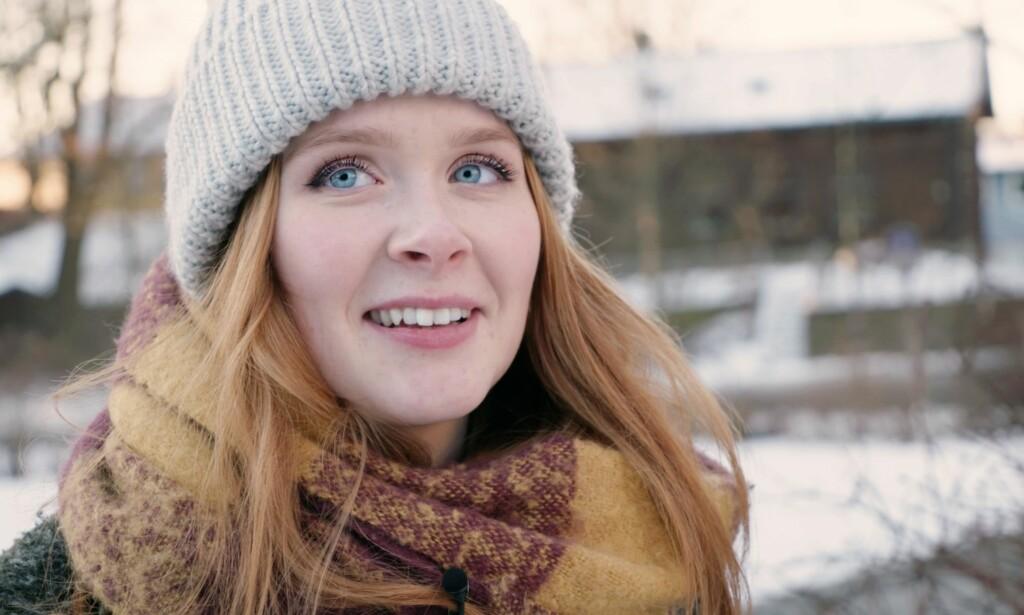 PROGRAMLEDER «INNAFOR»: Vilde Bratland Erikstad (21) fra Lødingen er ny i Oslo. Siden hun gikk ut fra videregående i 2015 har hun jobbet i NRK Nordland. FOTO: Stian Thilert
