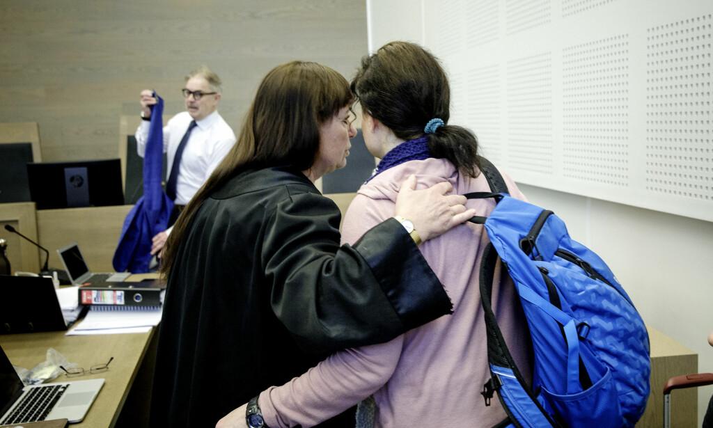 FIKK FØLING: Den tiltalte 46-åringen fikk kritisk føling etter en drøy halvtime i retten. Foto: Nina Hansen / Dagbladet