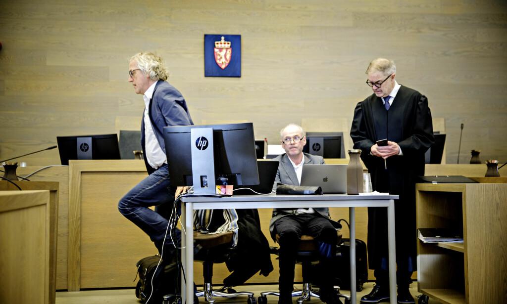 ANMODET OM HJELP: Det var de sakkyndige, f.v. Helge Haugerud og Terje Tørrissen, som ba forsvarer Aasmund Olav Sandland (t.h.) ringe ambulanse. Foto: Nina Hansen / Dagbladet