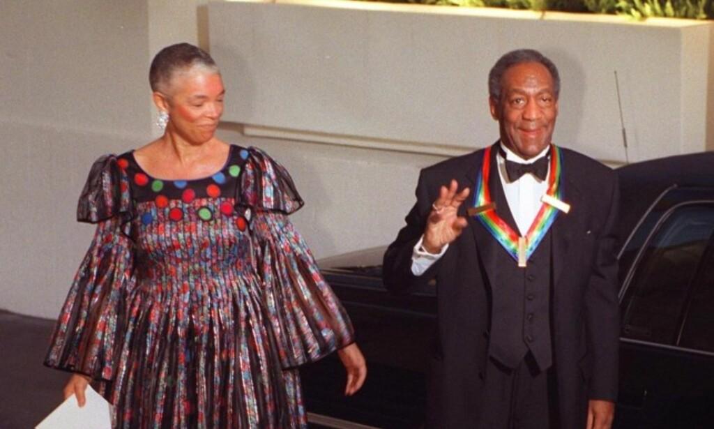 FAMILIEFAR: På tross av anklager om overgrep mot flere kvinner, har Bill Cosby store deler av livet levd som familiefar. Han og kona Camillie giftet seg i 1964, og komikeren har alt i alt fem barn. Foto: NTB scanpix