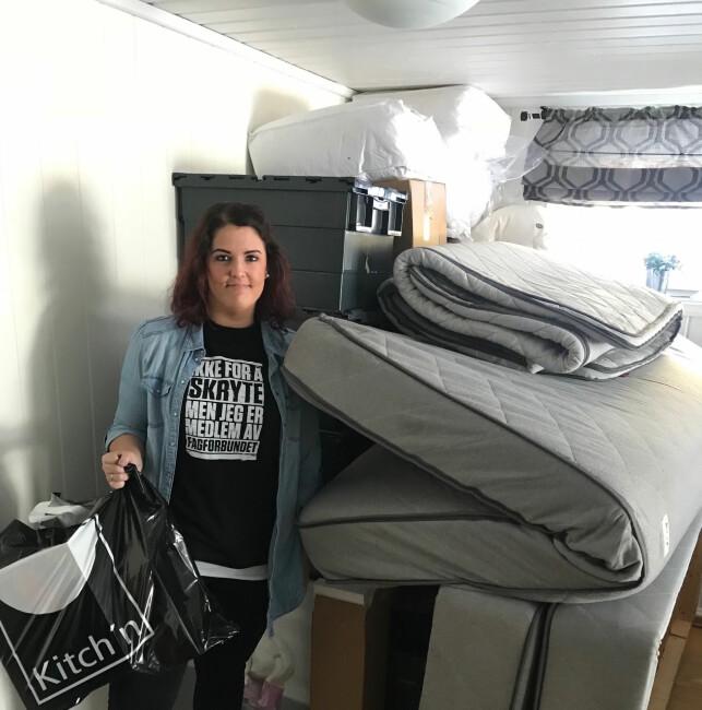FLYTTEFOT: Ulla Christine Pedersen flyttet hjem til moren sin for å spare penger. Nå er hun på flyttefot til leid leilighet. Foto: Privat