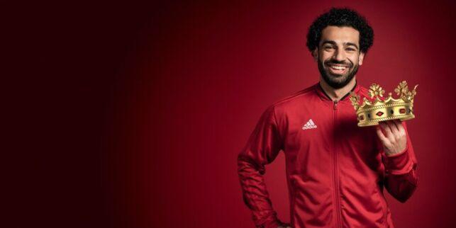 image: Først fikk 15-åringen trøst. Deretter bestemte treneren at han aldri skulle bruke Salah som venstreback igjen