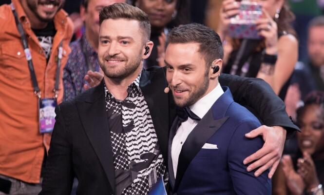 <strong>STJERNEMØTE:</strong> Måns Zelmerlöw ledet «Eurovision» i 2016, året etter han vant hele konkurransen. Her fotografert sammen med Justin Timberlake, som gjorde en gjesteopptreden. Foto: Rolf Klatt / REX / Shutterstock / NTB scanpix