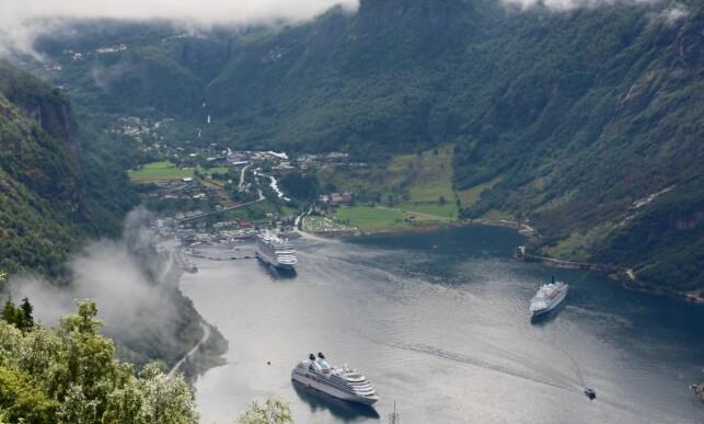 Tett i havna: 21 av årets sommerdager får Geiranger besøk av tre cruiseskip. Foto: Odd Roar Lange/The Travel Inspector