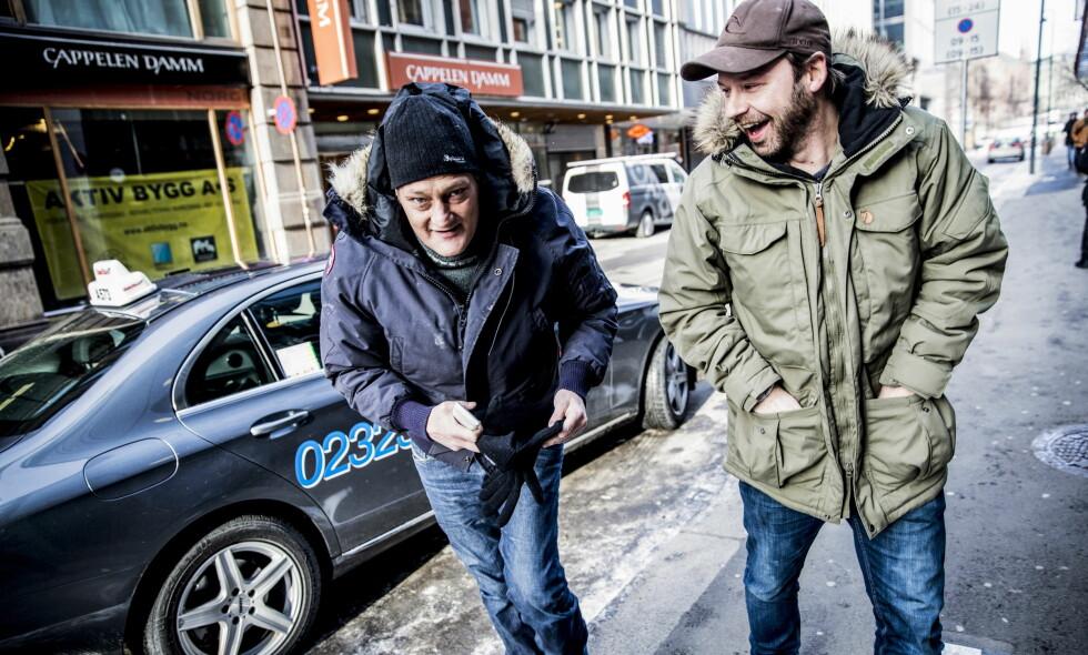 KOMPISER: Christer Modin (til venstre) og Petter Nyquist møttes da sistnevnte spilte inn «Petter uteligger» i 2014. Nå er de igjen å se på skjermen sammen, i TV 2-programmet «Petter uteligger: En ny sjanse», der Petter og sju mennesker fra Oslos gatemiljø skal starte og drive kaffebaren =Kaffe. Foto: Christian Roth Christensen / Dagbladet