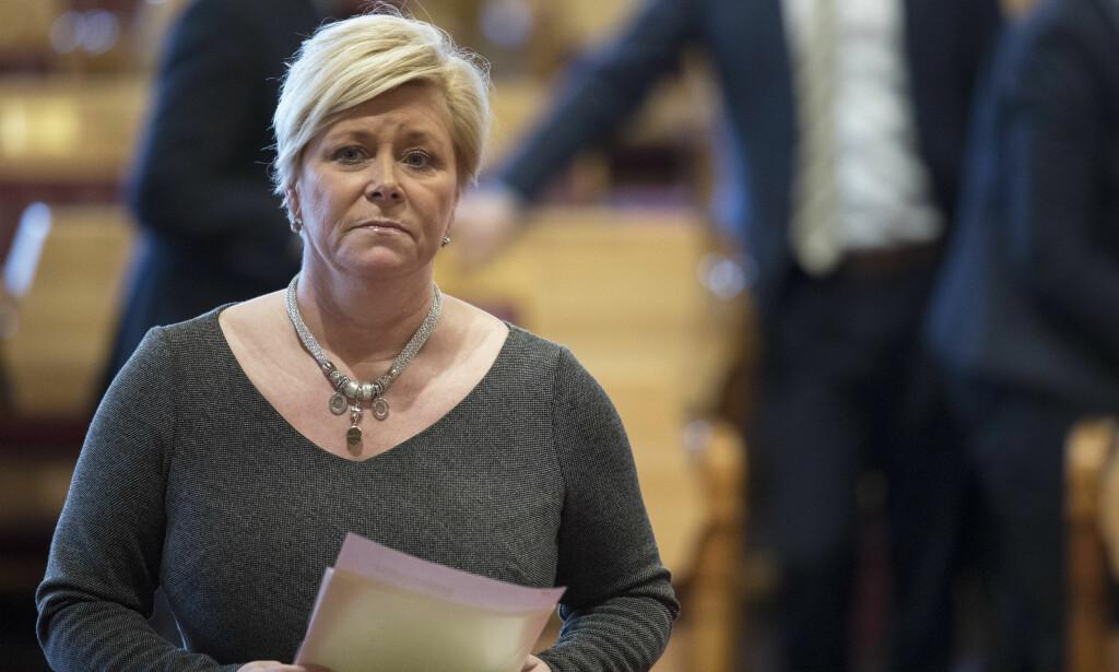 FORKLARER SEG: Finansminister Siv Jensen ( FrP) forklarer seg i dag igjen om de interne SSB-dokumentene. Hun avviser at de ble manipulert. Foto: Ole Berg-Rusten / NTB Scanpix