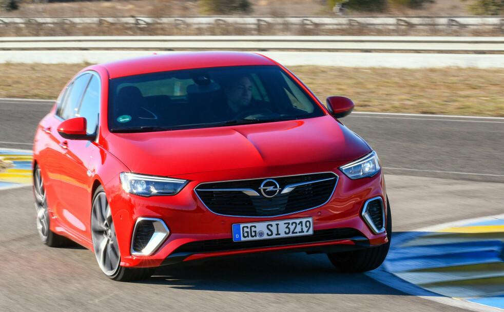 <strong>SKARPERE:</strong> GSi har lettere hjul, større bremser, mer sportslig firehjulsdrift og en masse sportslige detaljer. Foto: Opel