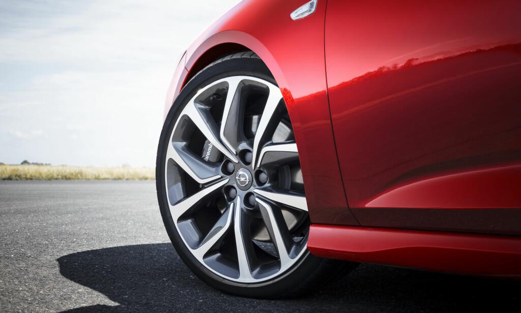 LETTERE: Det er barbert 1,5 kilo pr. hjul. Lite uavfjæret vekt er viktig for kjøreegenskapene. Foto: Opel
