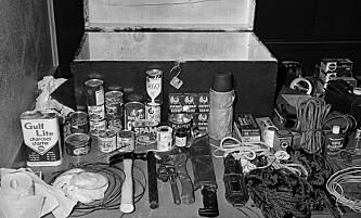 UTSTYR: Politiet fant flere våpen og et lager med hermetikk på observasjonsdekket i tårnet hvor Charles Whitman hadde plassert seg. Foto: NTB Scanpix