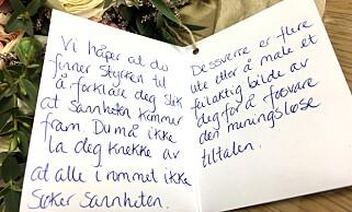 STØTTEERKLÆRING: Den tiltalte kvinnen får stadig støtteerklæringer og blomster i retten. Foto: Privat
