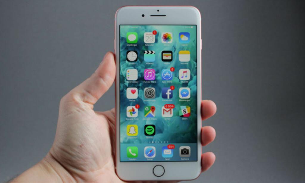 TRYGGERE: Med iPhone utsetter du deg i utgangspunktet for mindre fare enn med Android. Foto: Pål Joakim Pollen