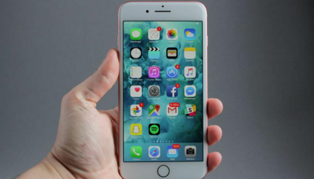 <strong>TRYGGERE:</strong> Med iPhone utsetter du deg i utgangspunktet for mindre fare enn med Android. Foto: Pål Joakim Pollen