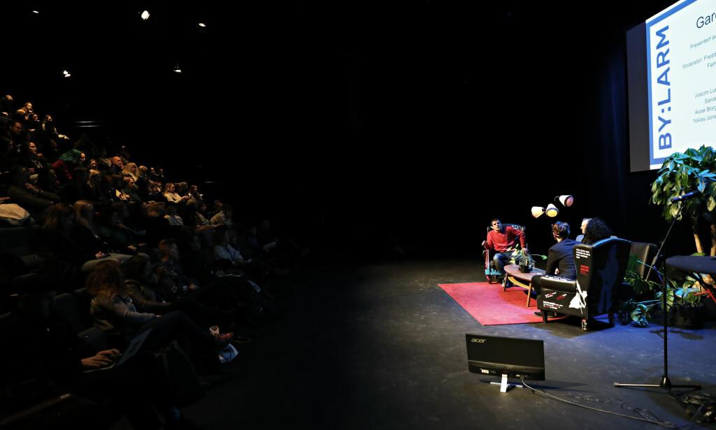 DEBATT: «Garderobeprat» dro mange til Dansens hus i Oslo, men store deler av publikummet besto av kvinner. Foto: Christian Roth Christensen / Dagbladet