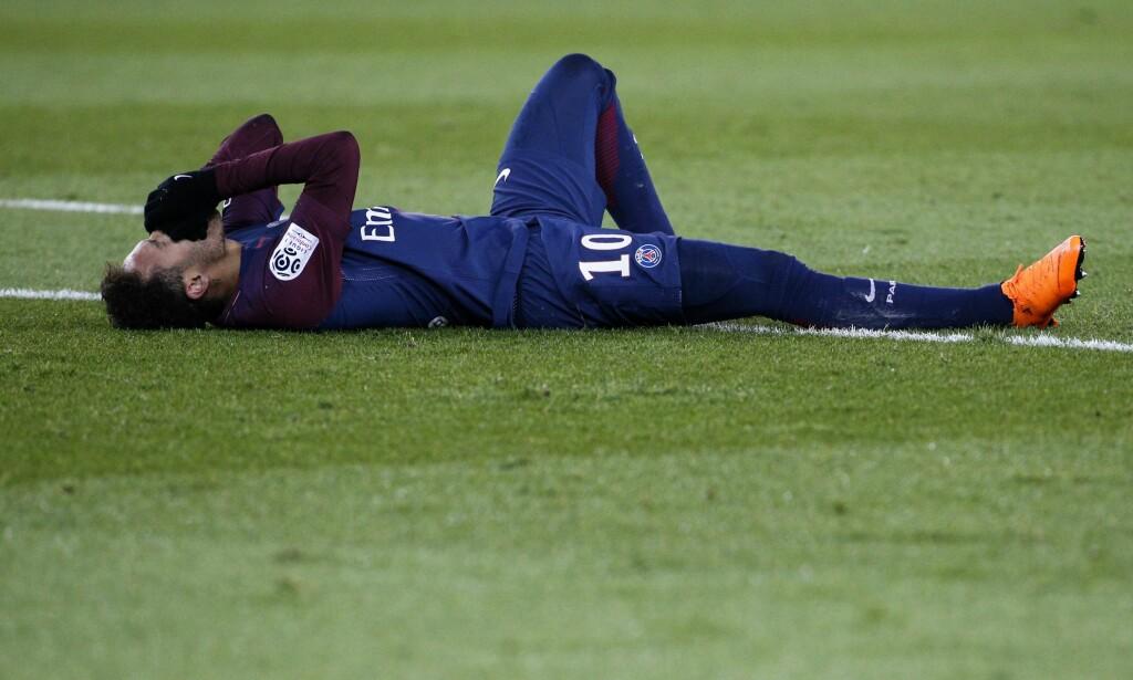 BRUDD: Den 25. februar skadet også Neymar et bein i foten i kampen mellom PSG og Marseille. Det er snakk om et brudd i mellomfoten. Foto: AFP PHOTO / GEOFFROY VAN DER HASSELT