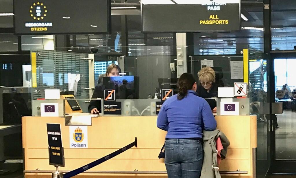 Kommer til kort: Du må fortsatt ha med deg pass på utenlandsreisene dine. ID-kortet blir utsatt minst ett år. Foto: Odd Roar Lange/The Travel Inspector