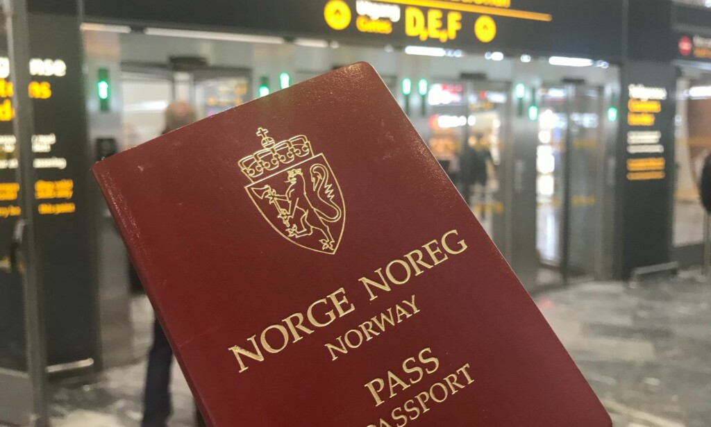 Passtrøbbel for politiet: Dersom du trenger nytt pass i 2018 så kommer du til å få av den samme typen som dagens pass. De nye kommer tidligst neste år. Foto: Odd Roar Lange/ The Travel Inspector