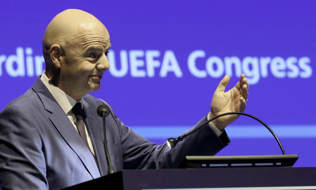 GODTAR VIDEODØMMING? FIFA-sjef Gianni Infantino og resten av gjengen godtar trolig at VAR blir brukt i VM. Foto: AP Photo/Ronald Zak