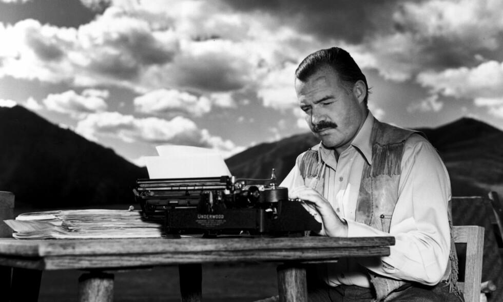 GIGANTEN: Den norske oversettelsen ble starten på Ernest Hemingways internasjonale karriere og status som en av 1900-tallets litterære kjemper. <br>Foto: Lloyd Arnold/John F. Kennedy Presidential Library and Museum