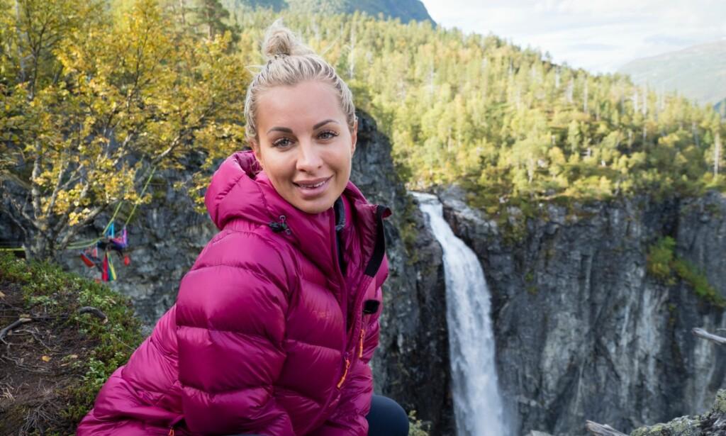 LIVREDD: Carina Dahl er ofte å se stylet i dyre kjoler og med høye hæler, i stor kontrast til turmennesket man får møte på tv-skjermen. Søndag må hun utfordre sin største skrekk. Foto: Kristin Folsland Olsen, TVNorge