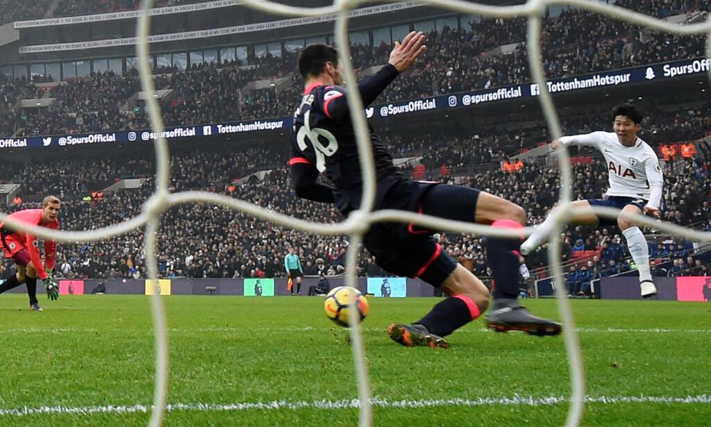 SEIERSMANN: Son Heung-Min scoret Tottenhams to første mål da Huddersfield enkelt ble slått i Premier League. Foto: NTB Scanpix
