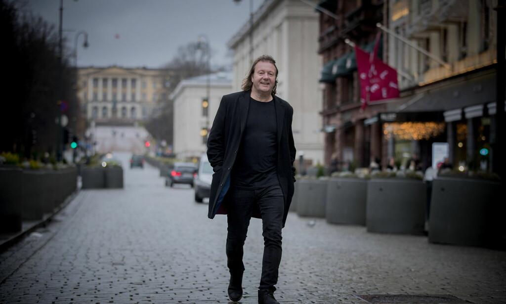 STOR FANSKARE: Svein får sjelden gå på gata alene uten å bli stoppet av fans. Foto: Bjørn Langsem / Dagbladet