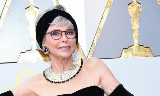 image: Dukket opp i en helt spesiell kjole på Oscar-løperen: - Bøyer oss i støvet