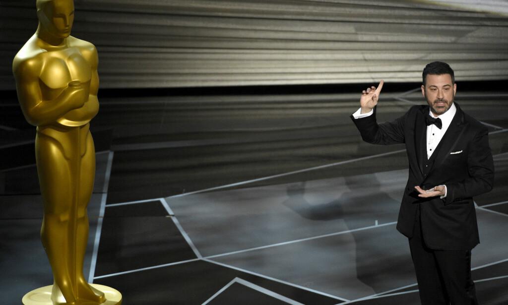 LEDER SHOWET: Jimmy Kimmel er nattas Oscar-vert. Foto: NTB Scanpix