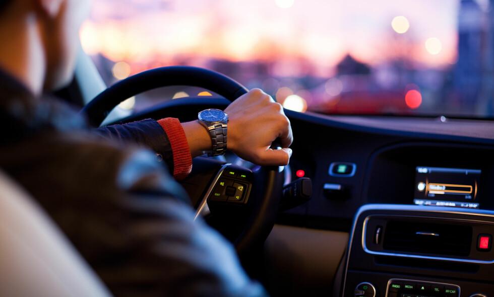 STRENGE REGLER: Retningslinjene for bruk av medikamenter i forbindelse med bilkjøring er strenge. I denne artikkelen samtaler en allmennlege og en psykiater rundt reglementet. Foto: Shutterstock / NTB Scanpix
