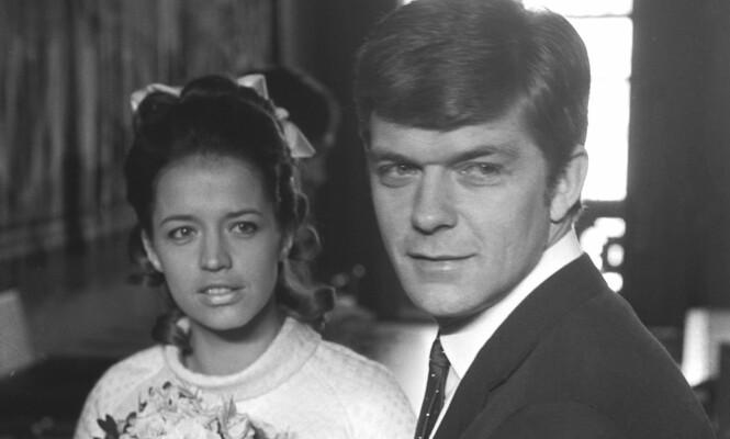 <strong>GIFTET SEG:</strong> Lill-Babs var gift med den daværende norske landslagskeeperen Kjell Kaspersen i 1969. Paret fikk et barn, men gikk hvert til sitt i 1973. Foto: NTB Scanpix