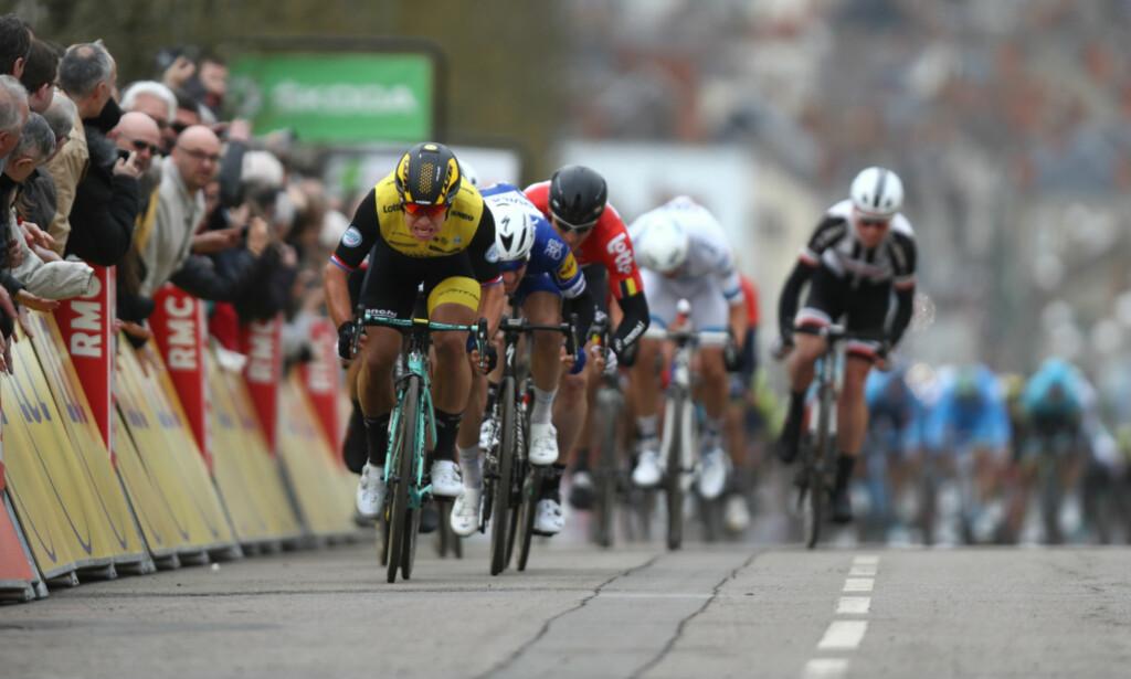 DOMINERER: Dylan Groenewegen fortsetter å vise styrke i 2018. Mandag tok han sesongens femte seier på den andre etappen av Paris-Nice. FOTO: Tim de Waele (TDWSport.com)