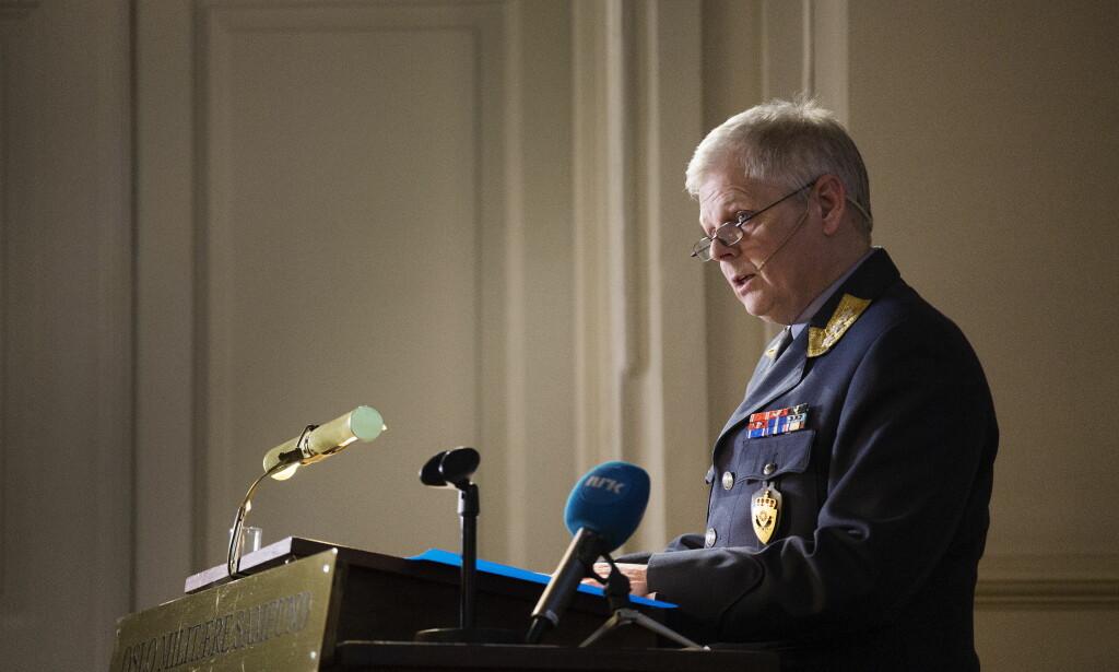 FOREDRAG: Sjef for E-tjenesten, Morten Haga Lunde, holdt foredrag for Oslo Militære Samfund mandag kveld. Foto: Henning Lillegård / Dagbladet