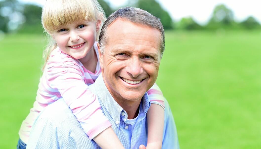 ELDRE FAR: Når er man egentlig for gammel til å bli far? Forskerne er enda ikke enige. Foto: Scanpix.