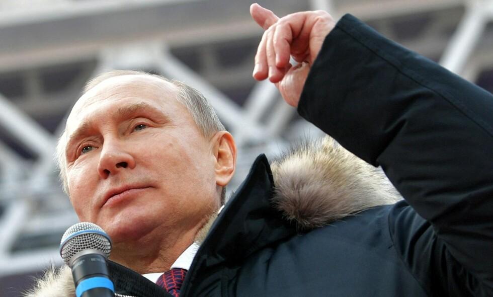 PUTIN FOR FRED: Putin har liksom vært sjef han i 18 år i vårt naboland Russland, i ATTEN ÅR, men fortsatt er det folk i dette landet, gamle kommunister, som dyrker Putin som om han skulle ha sin sti helt rein (underkjølt) i Finnmark. Ja, ja. Vi i borgerpressen veit jo ingenting vi. Foto: NTB Scanpix.