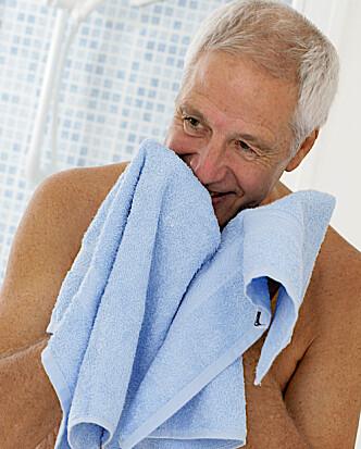 FOREBYGG: Både kvinner og menn bør passe på huden sin gjennom forebygging ved bruk av riktige produkter og å holde seg varm. Foto: Scanpix.