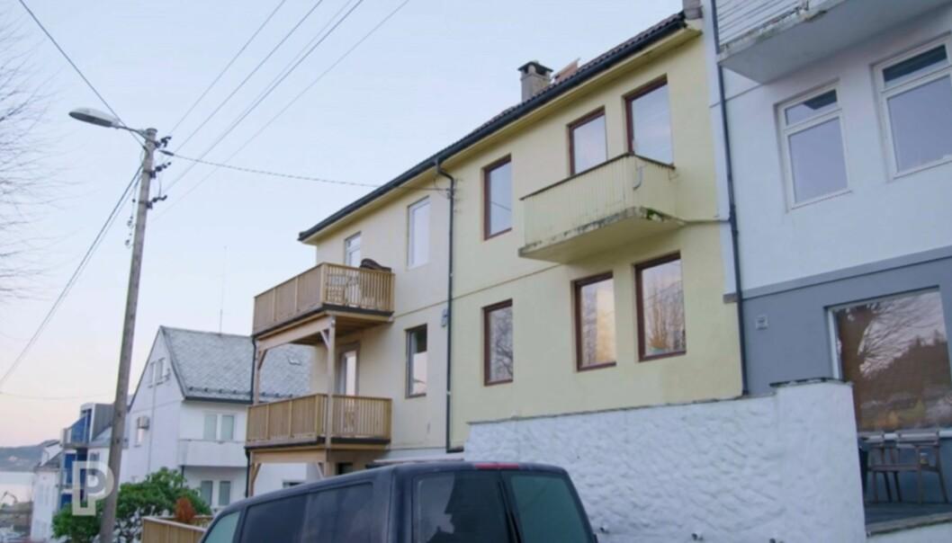 <strong>BYGÅRD:</strong> Denne bygården, ikke langt unna Bergen sentrum, kjøpte paret i 2013. De bor selv i en av leilighetene, og leier ut de resterende tre. I fremtiden ønsker de at barna kan få hver sin leilighet når de flytter hjemmefra. Foto: TV3