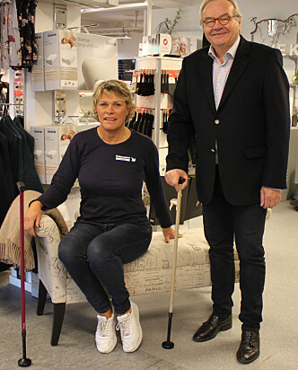 STØDIG STOKK: Kjersti Jølberg ved Helsevekst Medikal AS og Steinar Ask Magnussen fra Northzone Biomedical AS med hver sin Swingstokk. Foto: Bente Wemundstad.