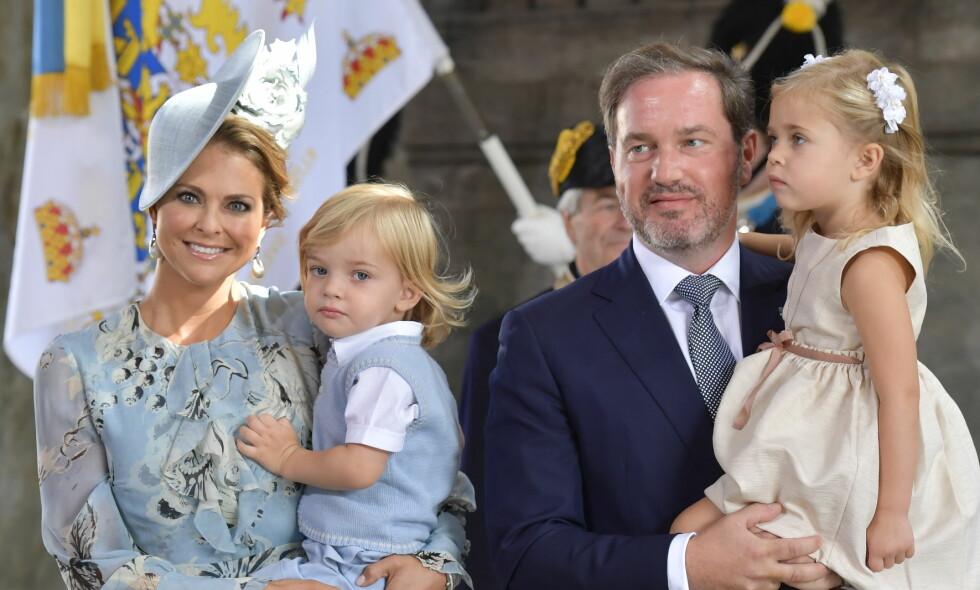 FAMILIEFORØKELSE: Prinsesse Madeleine og Chris O'Neill har blitt foreldre til sitt tredje barn. Her sammen med barna Nicolas og Leonore i forbindelse med kronprinsesse Victorias 40-årsfeiring i Stockholm i fjor. Foto: Sören Andersson / NTB scanpix