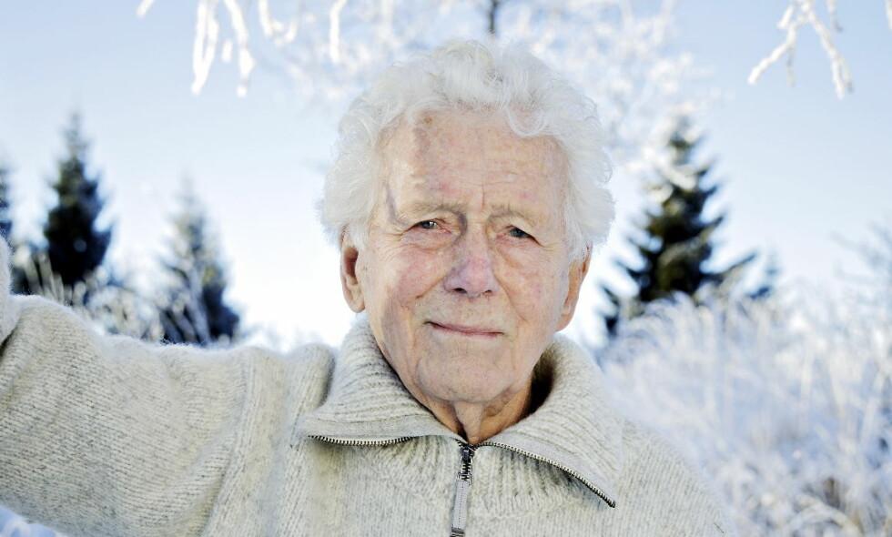 GIR SEG IKKE: Toralv Maurstad, som første gang spilte Peer Gynt tidlig på 50-tallet, skal ha rollen som den gamle og døende Per Gynt i høstens hovedstatsing på Det Norske Teatret. - Jeg gleder meg, men er også spent på om jeg vil få det til, sier han. Foto: Nina Hansen / Dagbladet