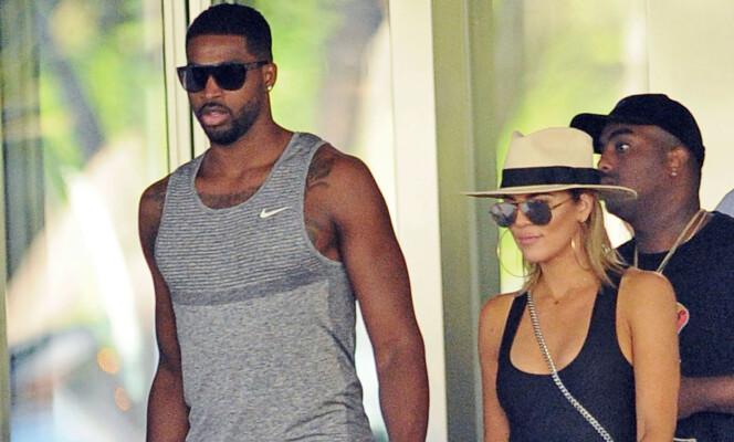 FORELSKET: Basketball-proff Tristan Thompson og realitystjernen Khloé Kardashian har vært et par siden 2016. Foto: NTB scanpix