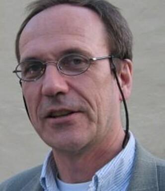 <strong>FORSKER PÅ RYGGPROBLEMER:</strong> Jan Sture Skouen, professor og seksjonsoverlege ved Haukeland Universitetssjukehus. Foto: UIB.