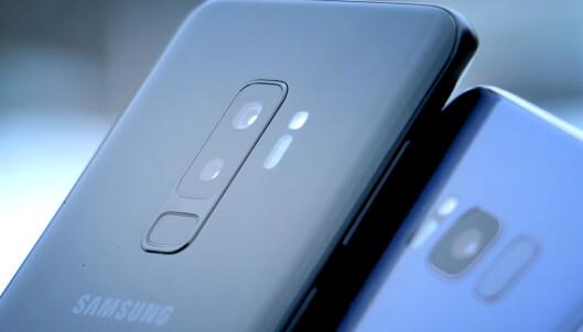 <strong>RETTER OPP TABBEN:</strong> Fingeravtrykksleseren er plassert under kameraet på de nye S9-telefonene. Det er slik det burde vært på forgjengerne også. Foto: Ole Petter Baugerød Stokke