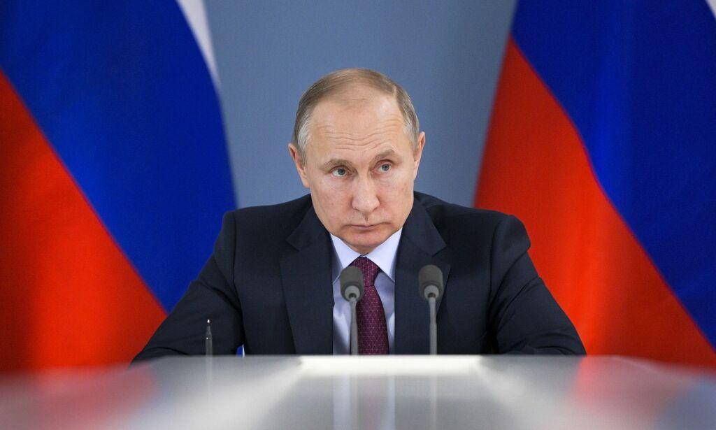 image: May utviser russiske diplomater - Moskva: Vi vil slå tilbake snart