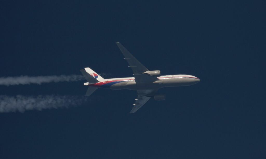 FORSVANT: Her er det forsvunnede flyet avbilde flyvende over Polen, en drøy måned før det forsvant. Så langt har ingen kunnet konkludere med hvor flyet endte sin ferd, eller hva som var årsaken til at det forsvant. Foto: REUTERS / Tomasz Bartkowiak / NTB scanpix